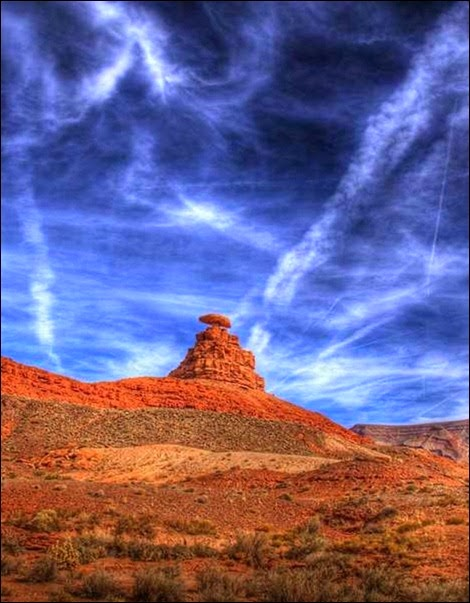 Mexican Hat Rock, Utah, USA