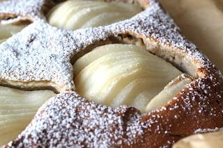 gâteau poires sucre glace bretzel et cafe creme