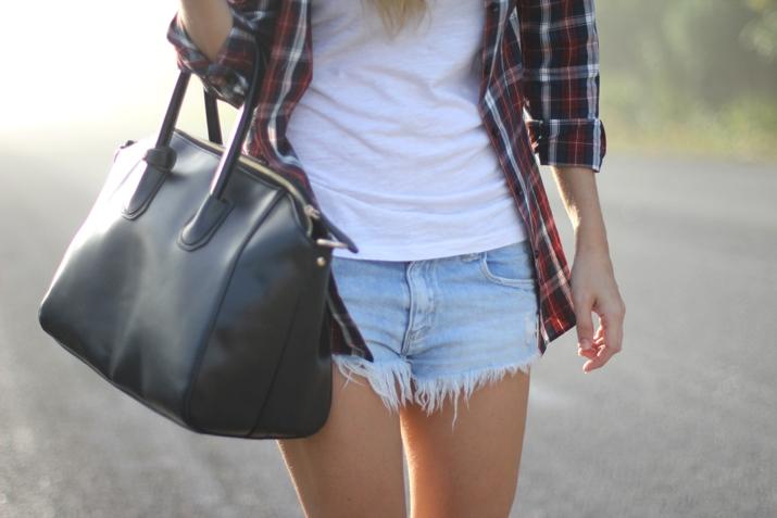 Denim shorts fashion blogger