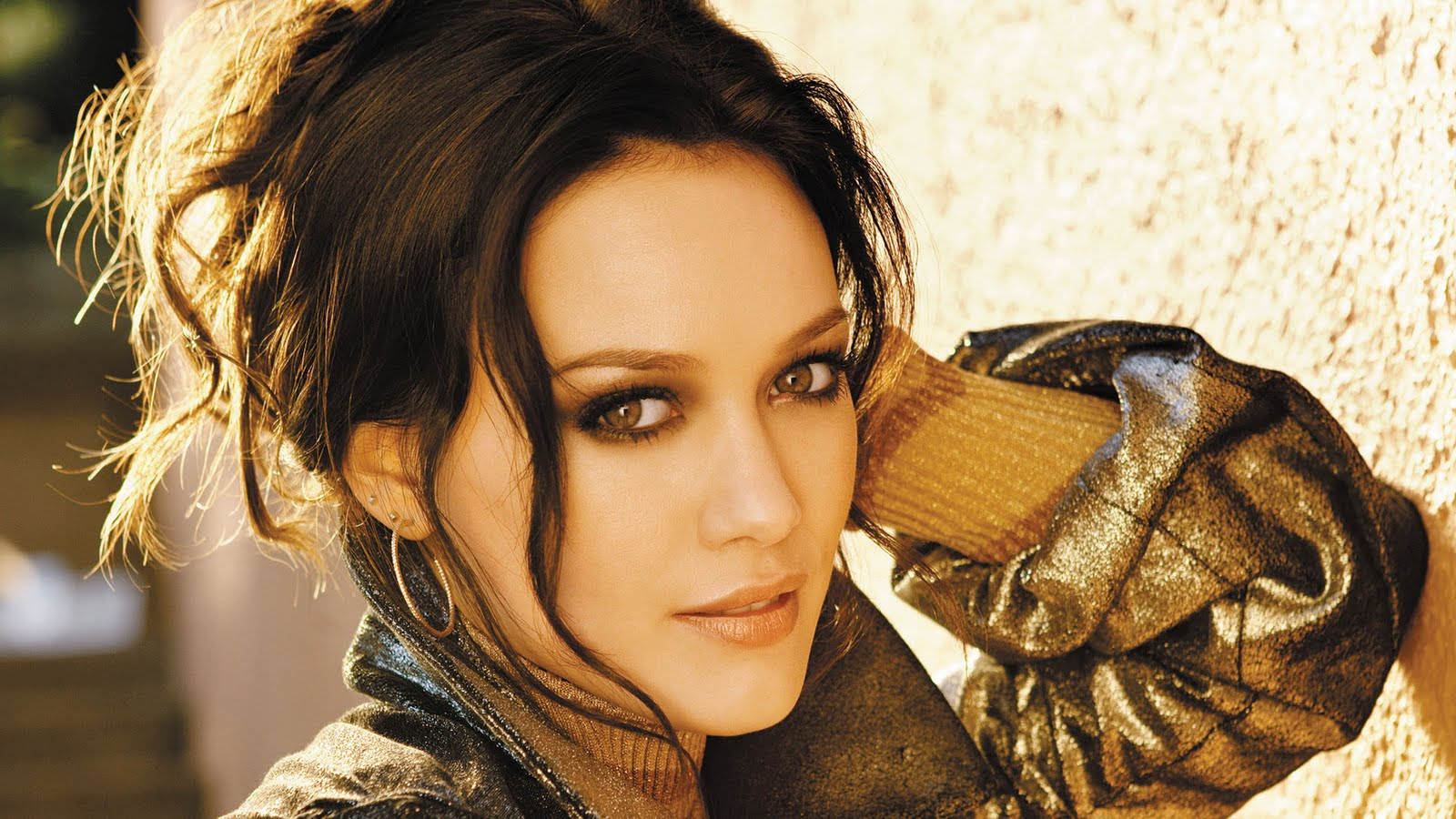 http://2.bp.blogspot.com/-MdyHWir4qOM/Tdf9JbW6WnI/AAAAAAAAA5E/Ox2mV4h4eDI/s1600/hilary-duff-backgrounds-wallpapers.jpg