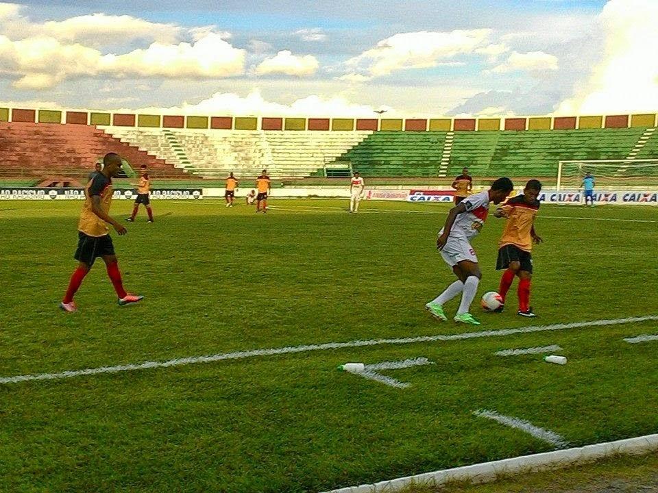 Única vitória em 8 jogos garante Feirense na elite do futebol baiano