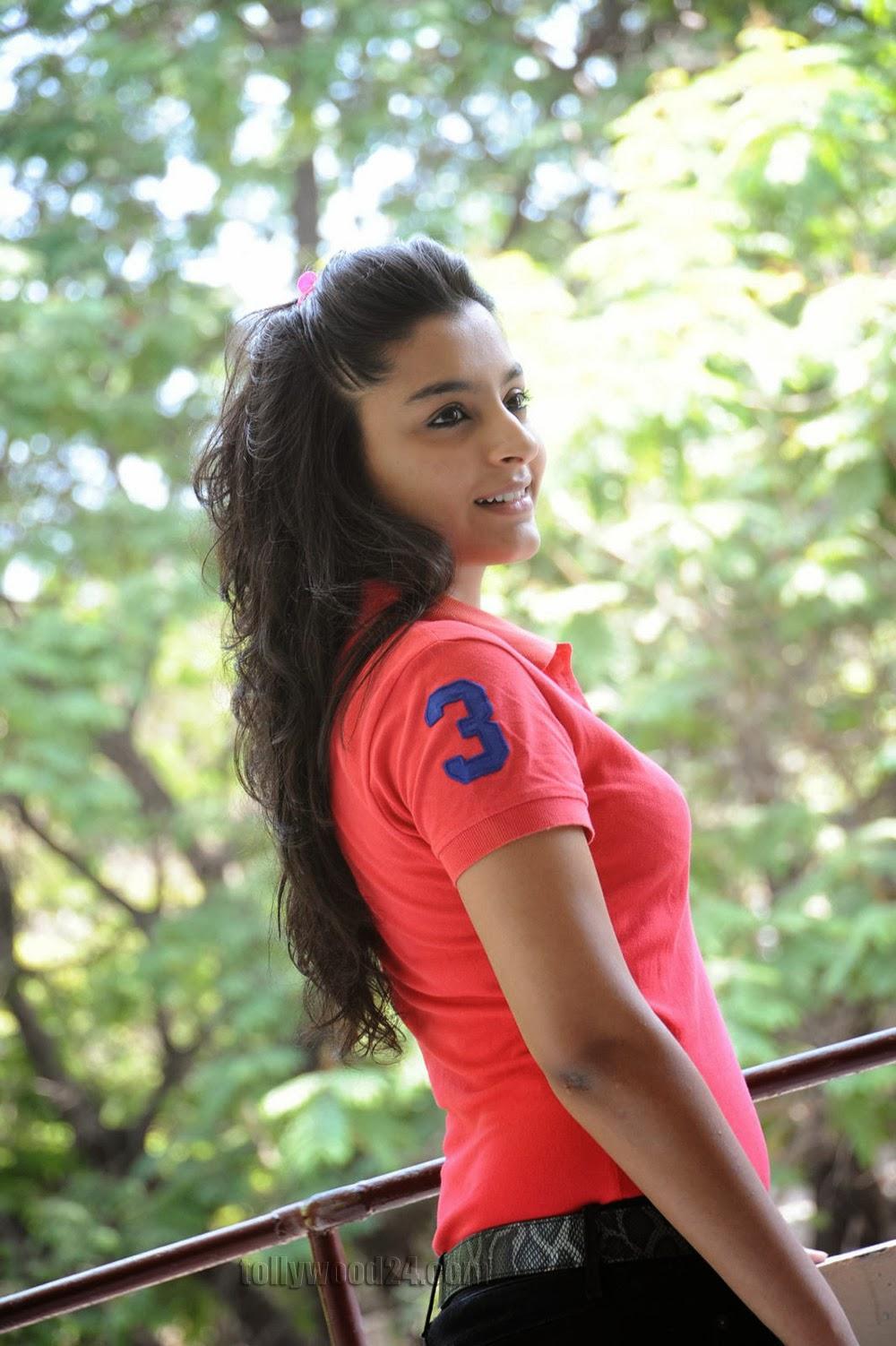 Basanthi heroine Alisha baig photos-HQ-Photo-5