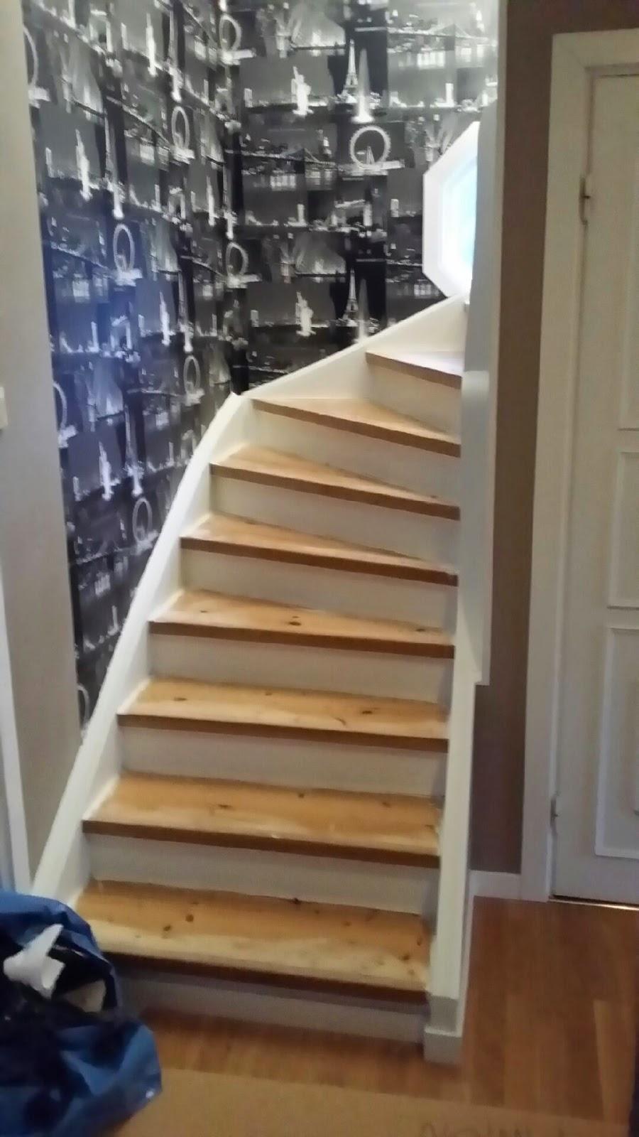 Uffes bygg: mattläggning i svängd trappa!