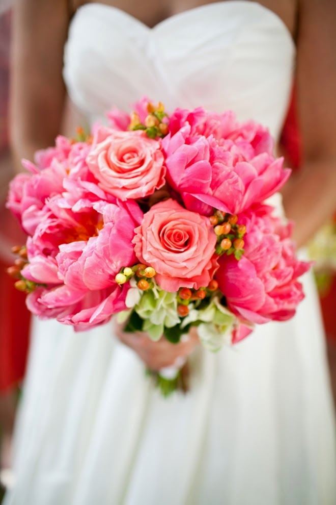 Best wedding bouquets of 2014 belle the magazine for Best flowers for wedding bouquet