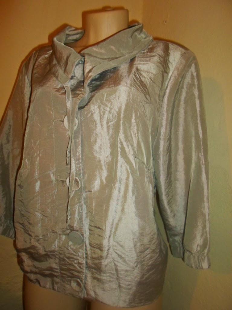 casaqueto cinza perolado om botoes forrado