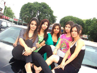 Delhi-college-girls-gang-picture