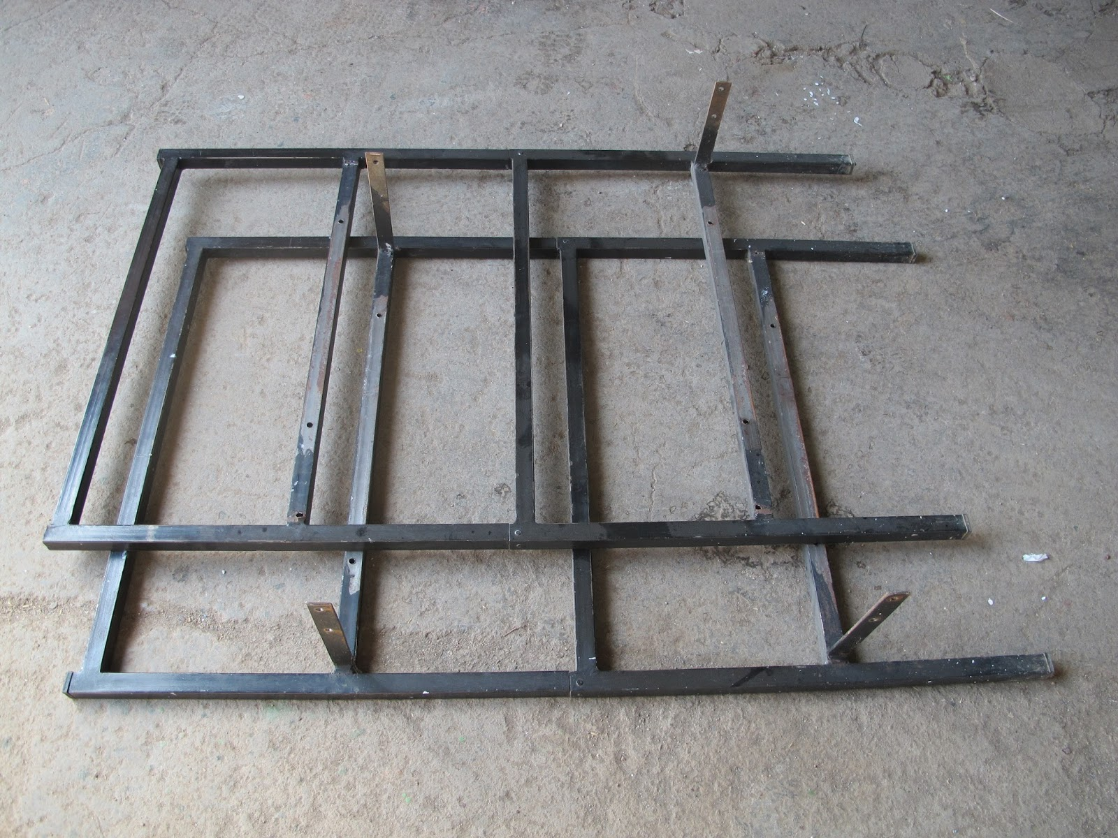 Bricomonxo mesa con piedras de m rmol y estructura de metal reciclada - Estructuras de metal ...