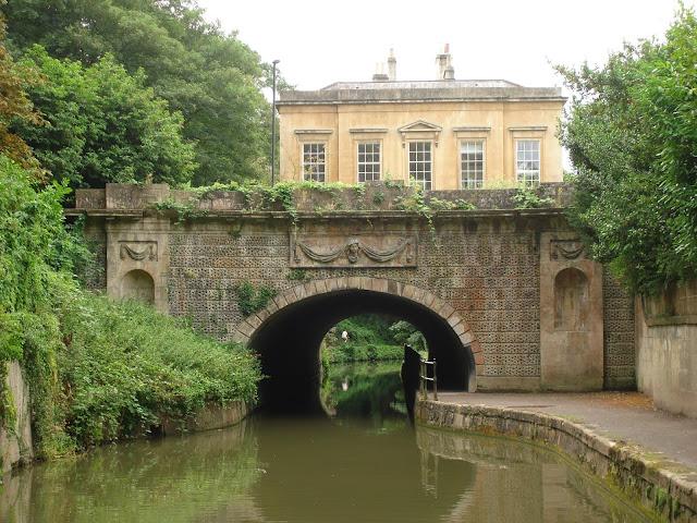 Clevedon House, Bath, canal