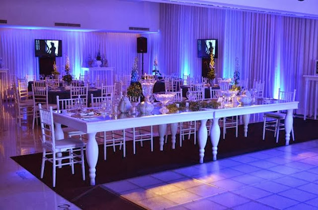 Fiesta de 15 a os glamorosa en color blanco y plata for Sillas para 15 aneras