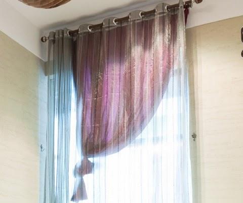 進年流行窗紗在窗簾布內側的做法