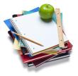 livros, cadernos, régua e uma maçã