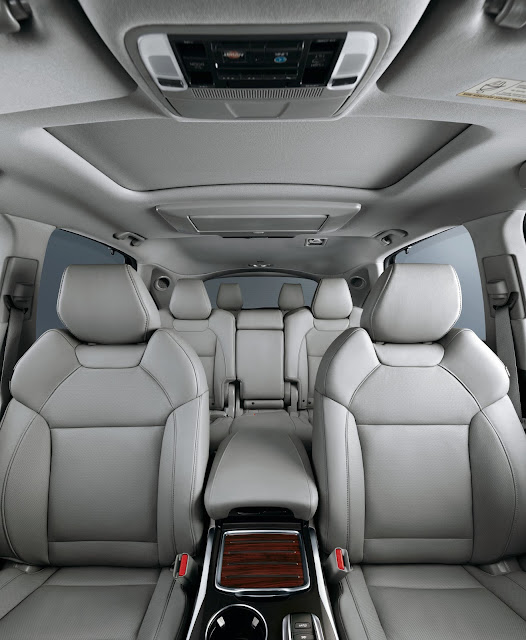 Interior view of 2016 Acura MDX