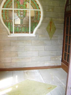 Sur les murs et les sols ( avec resine pour ce dernier)