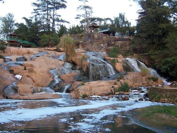 Vista de la cascada Cam Ly, Da Lat