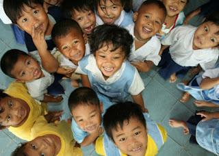 senyum anak-anak ceria dalam permainan