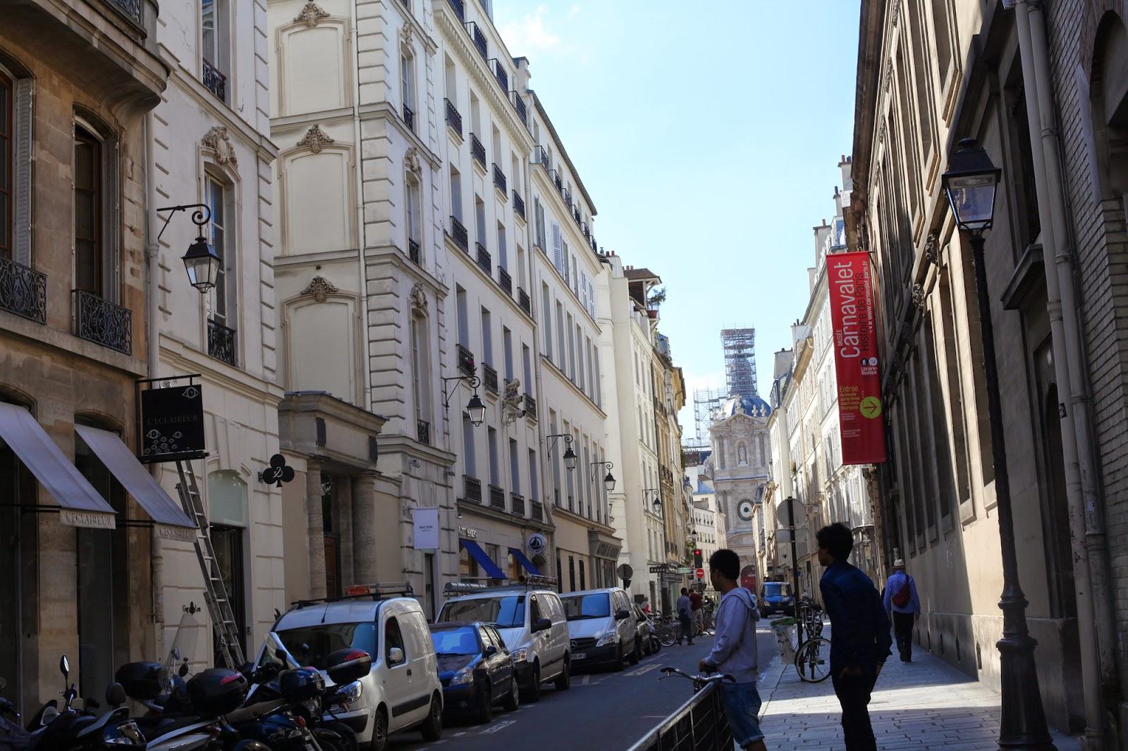 Rue de Sévigné,  Paris 75004  - Dune is a sacré girl !
