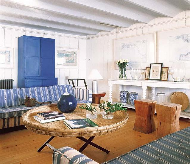 Vacation home on mediterranean sea in spain interiors for Vacation home interior design