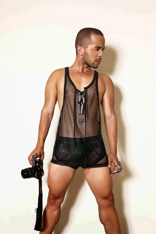 O fotógrafo Jorge Beirigo vestiu as peças de sua marca de roupas, a PAAHH Foto: Jorge Beirigo / Divulgação