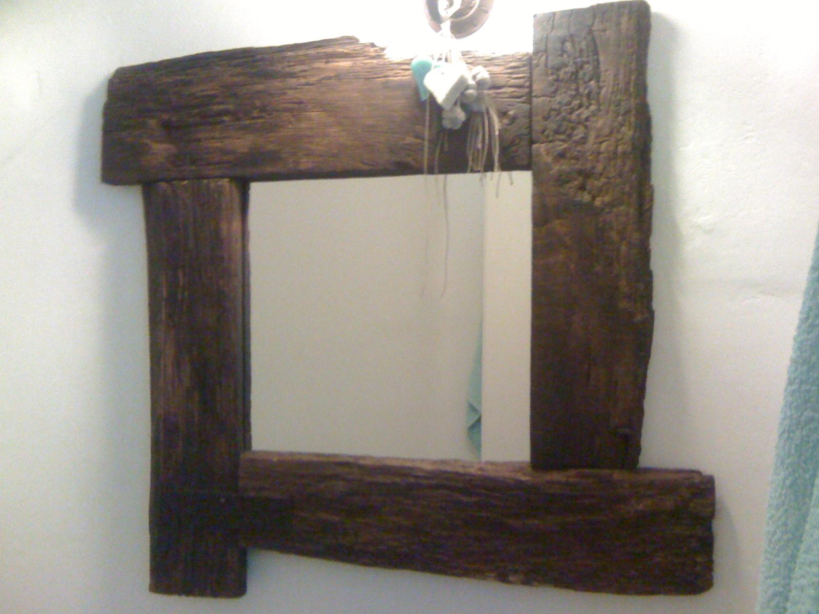 Mobili per case al mare e decorazione specchi di legno e - Mobili legno vecchio ...