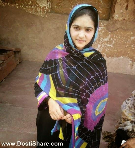 http://www.dostishare.com/2014/04/beautiful-fatima-soomro-from-karachi.html