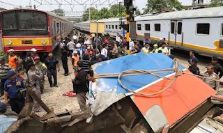 Gambar Foto Kecelakaan KRL Dengan Metromini