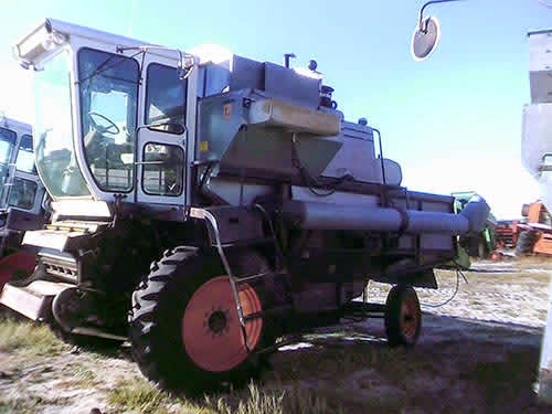 EQ-22965 Gleaner L Combine