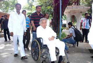 Shahrukh,Priyanka & Others at  Ashok Mehta's funeral ceremony