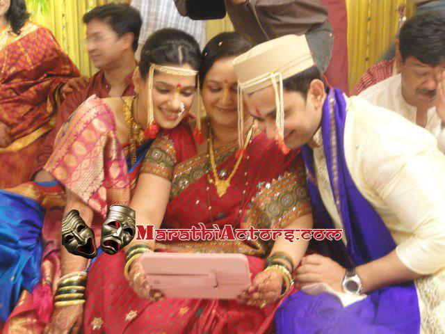 Mukta Barve Marriage http://marathiactors.blogspot.com/2012/07/priya-bapat-and-umesh-kamat-wedding.html