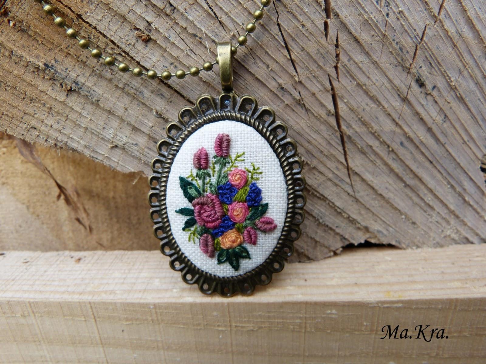 biżuteria z haftem