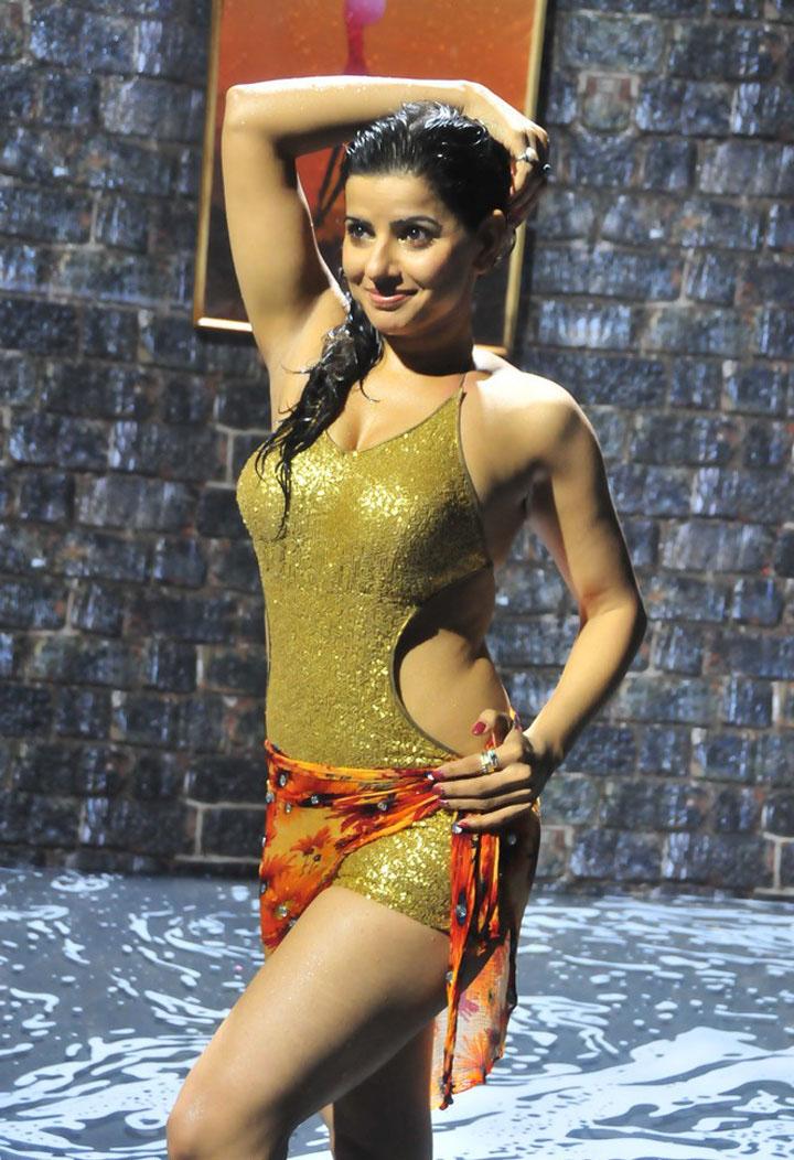 Aishwarya rai and deepika cum tribute - 1 part 10