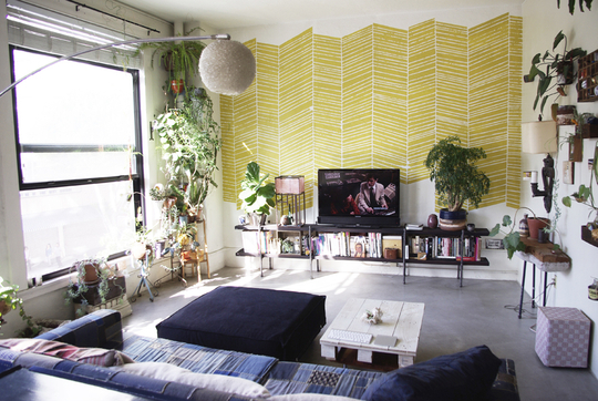 design solutions for small spaces, small space design, studio loft, loft design, loft bed, decorating small spaces, tiny spaces, storage solutions, plants inside, decorating with plants, eclectic, eclectic style, eclectic design