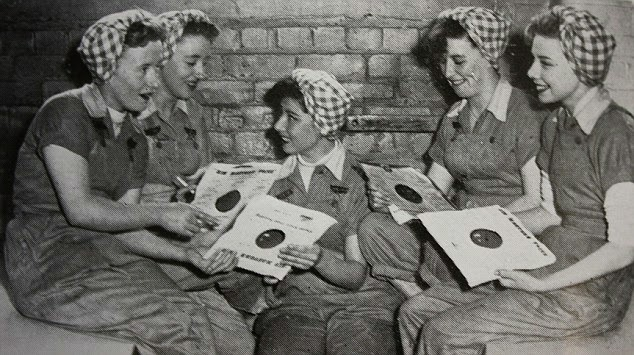 Ladies love Records !