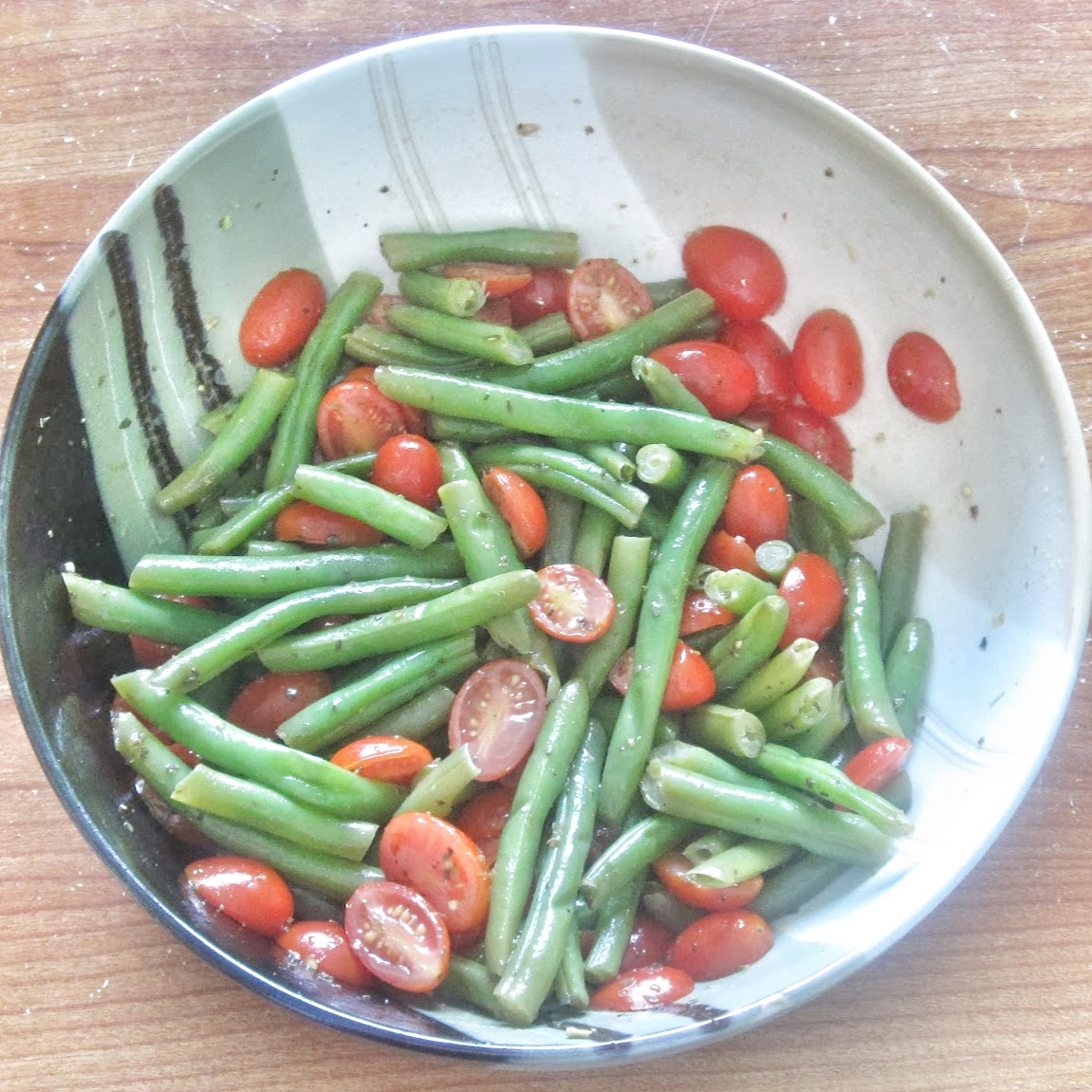 sickoflettuce? Easy, delicious green bean and tomato salad!