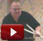 Tocando tambores con pericia