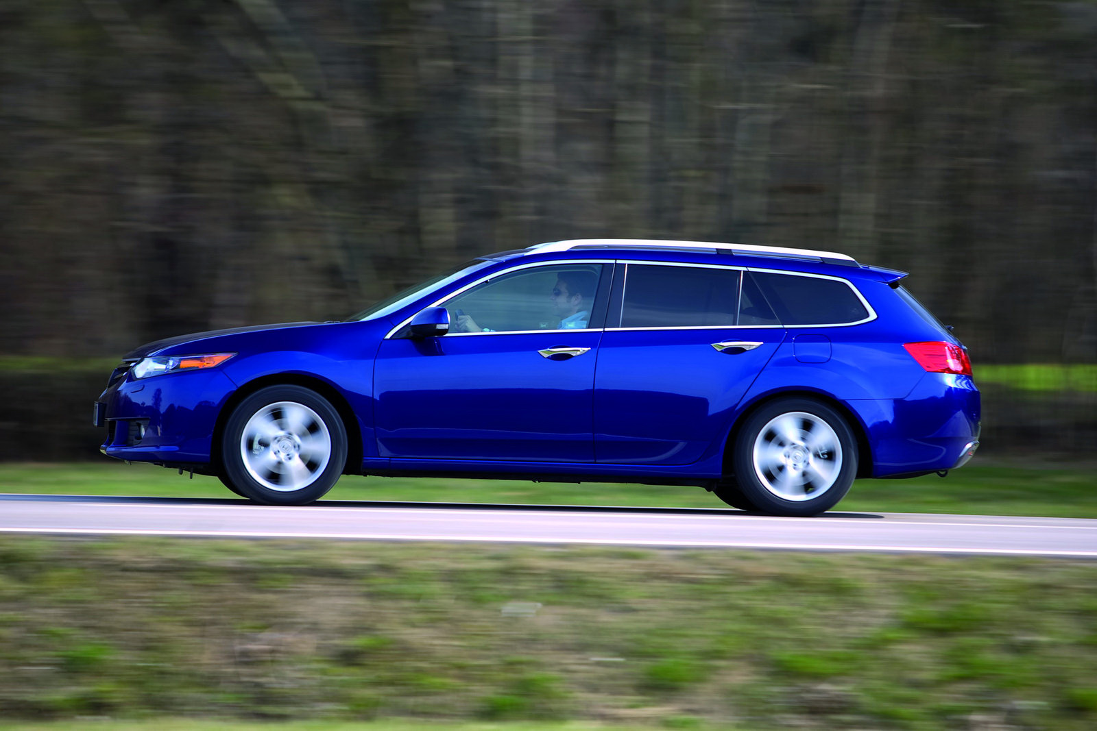 assume that the tsx sport wagon will be offered with the same 201hp 2 4 liter four cylinder and 280hp 3 5 liter v6 powertrains already available on the