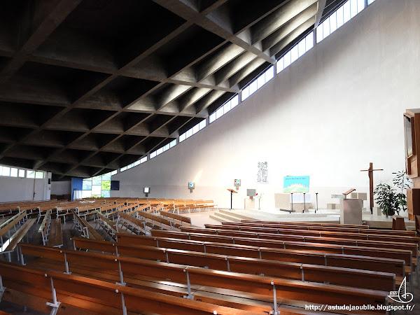 Grand-Charmont - ZUP des Fougères - Eglise St-François d'Assise  Architecte: Pierre Dumas  Construction: 1962-68