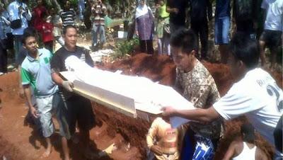 Mayat Wanita Soleh Yang Masih Elok Dan Berbau Harum Walau Sudah 19 Tahun Dikebumikan