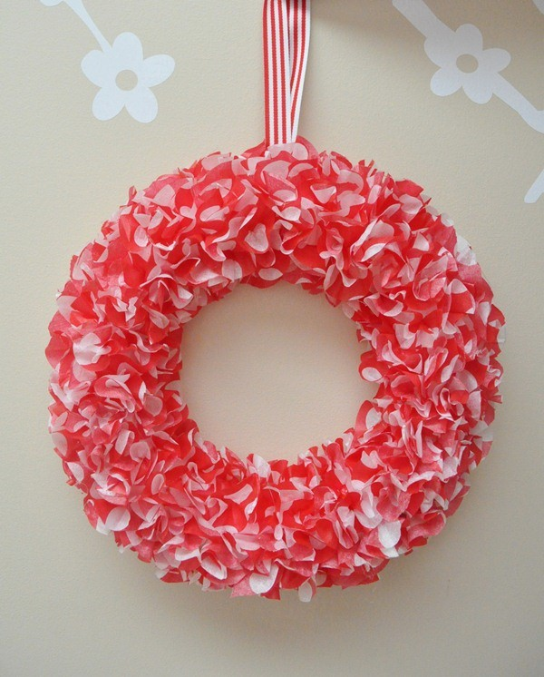 tissue paper wreath Hey all remember a little while ago i took a little vote on the wreath i should make for my brunch door well, with your help i chose the tissue paper wreath, and here's the result of the escapade.