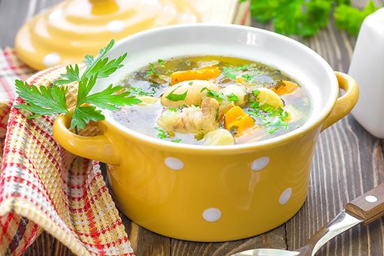 grønnsaksuppe med svineknoke