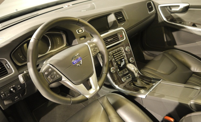 V60 PHEV interior
