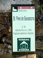 El nou portal a la façana de ponent de Sant Pere de Savassona