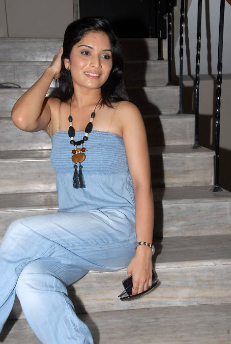 nikitha shetty at facebook movie logo launch, nikitha shetty cute stills