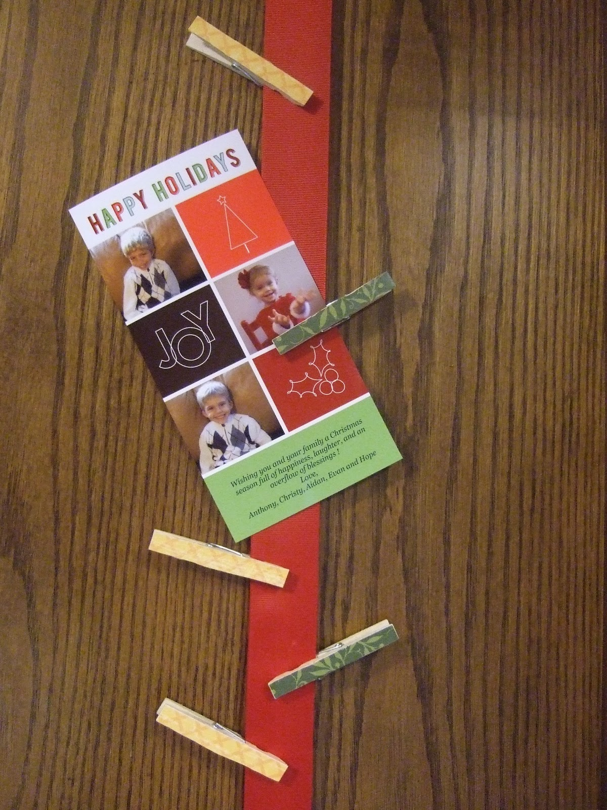 this is a cute and very simple way of hanging your christmas cards i usually get lots of christmas cards this year and im always trying to decide where - Photo Holder Christmas Cards