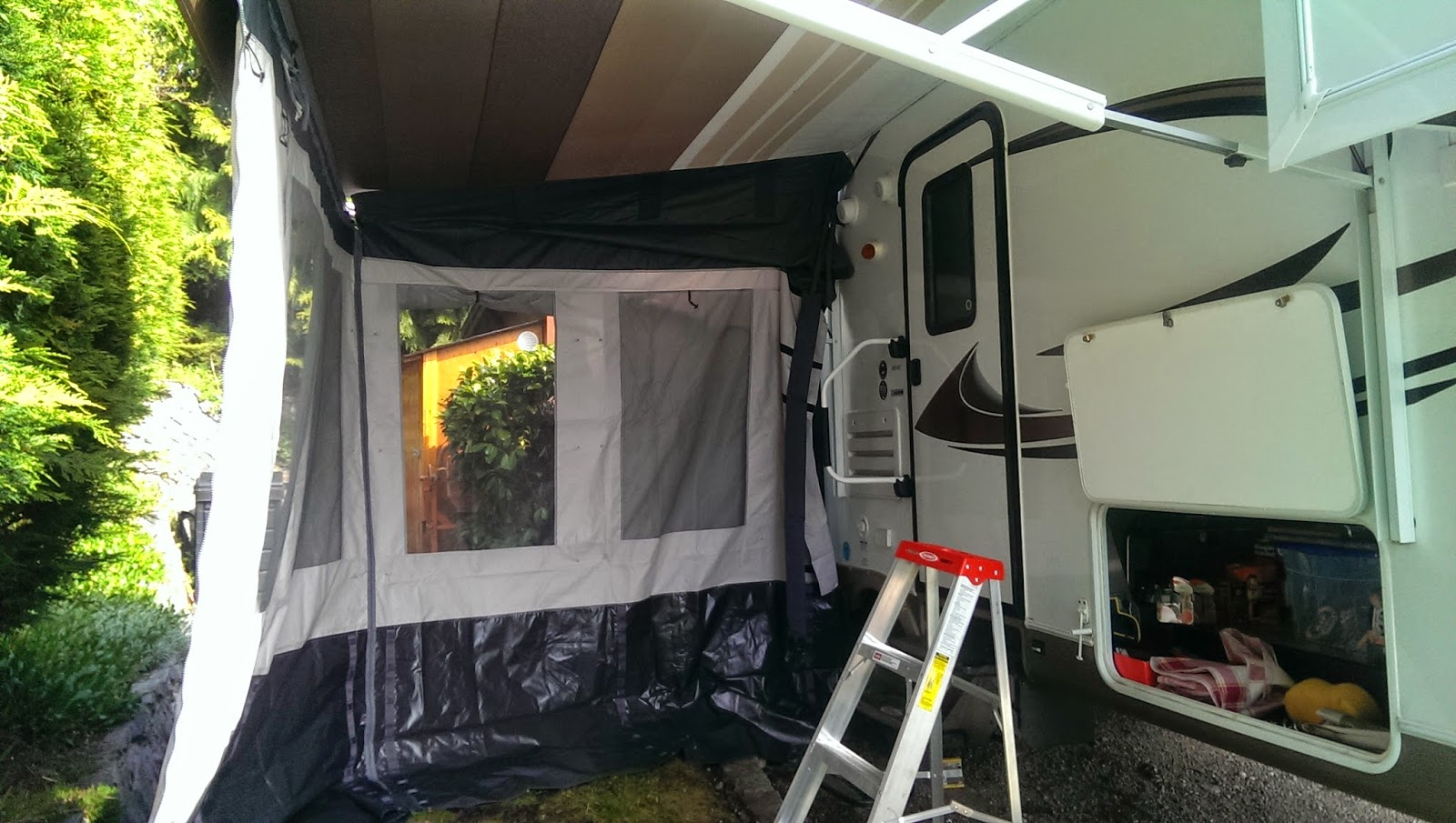Rv awning rooms 28 images new rv add a room carefree for Breezeway screen room
