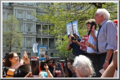 Sen. Sanders protests TPP