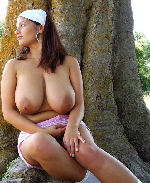 eroticheskie-fotografii-pevtsa-dimi-bilana