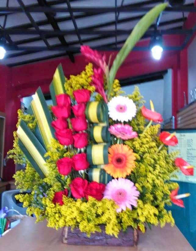 Reg lale a tu madre arreglos florales de floristeria d - Adornos florales para casa ...