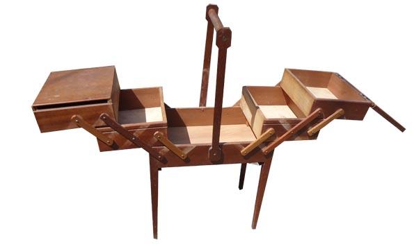 Biblots et patinette travailleuse meuble de couturi re for Couturiere en bois