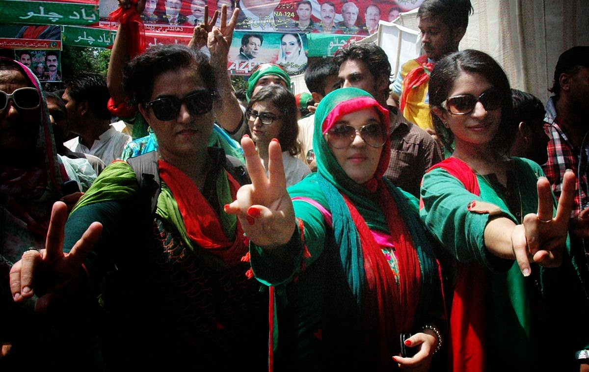 PTI Girls in Azadi March HD Pictures | HD Photos of PTI Girls