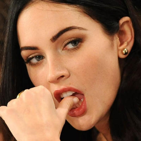 Would Celebrities Megan Fox Thumbs Pictures, The Internet Has Been